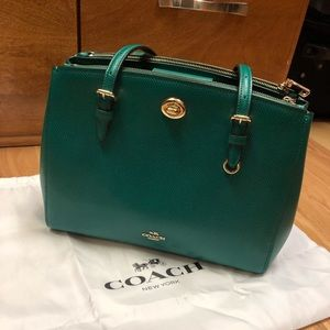 Coach a Charlie Turnlock 29 in Kelly green